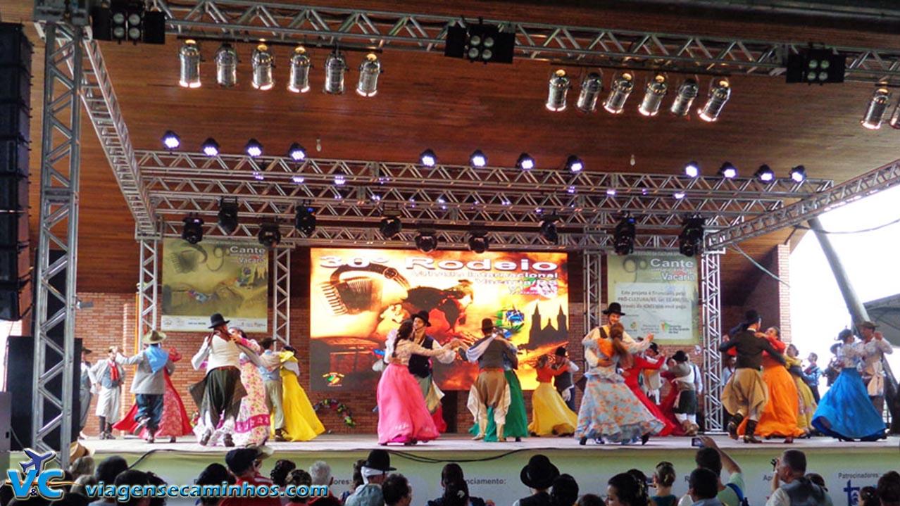 Dança gaúcha no Rodeio de Vacaria