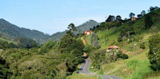 Estrada entre Cunha e Paraty