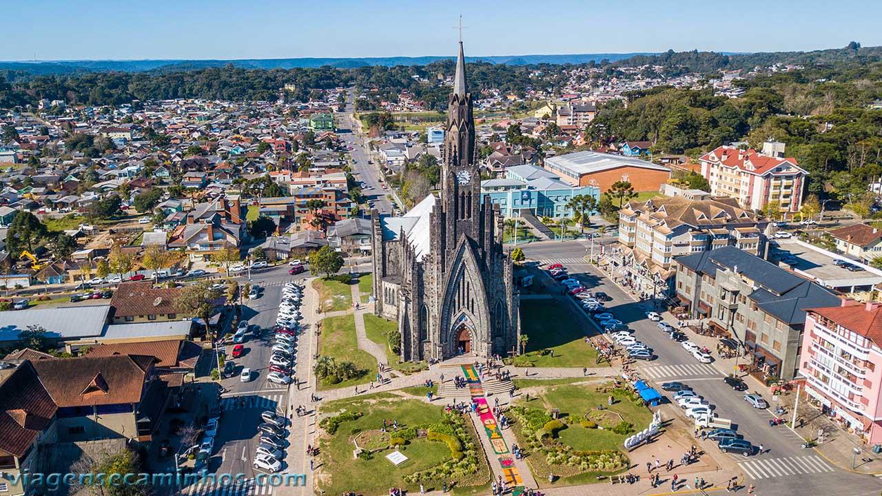 Vista aérea da igreja matriz de Canela