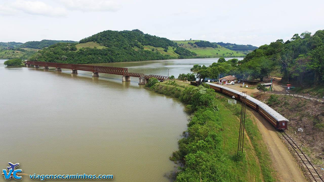 Trem das Termas na pela ponte do Rio Uruguai - Marcelino Ramos