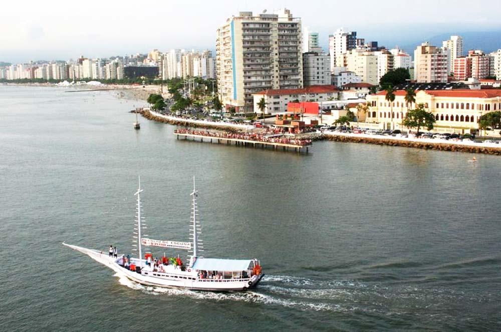 Passeio de escuna pela Baía de Santos