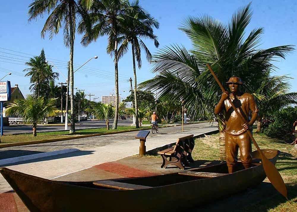 Monumento Paulo Pica Pau - Itanhaém