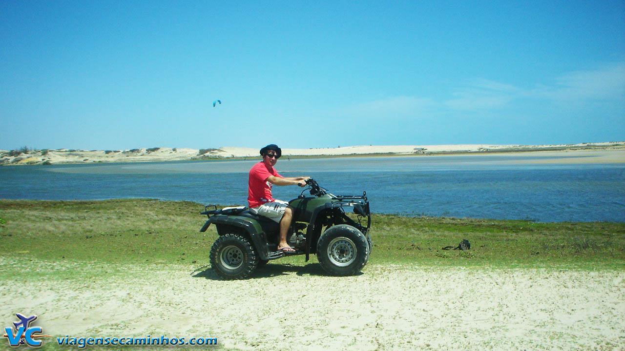 Passeio de quadriciclo na Praia Lagoinha