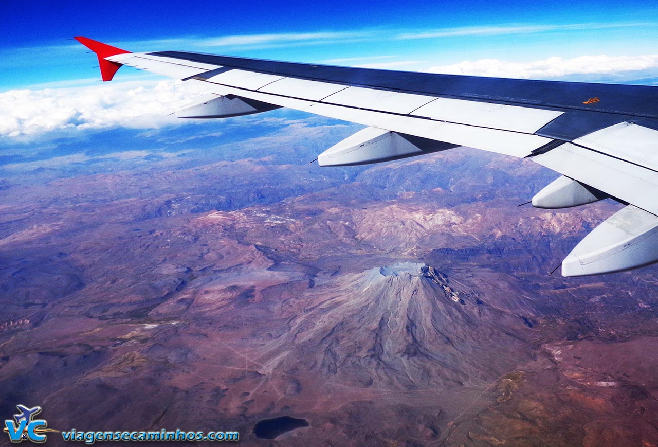 Voo Lima a São Paulo - Sobrevoando as montanhas, passando por um vulcão