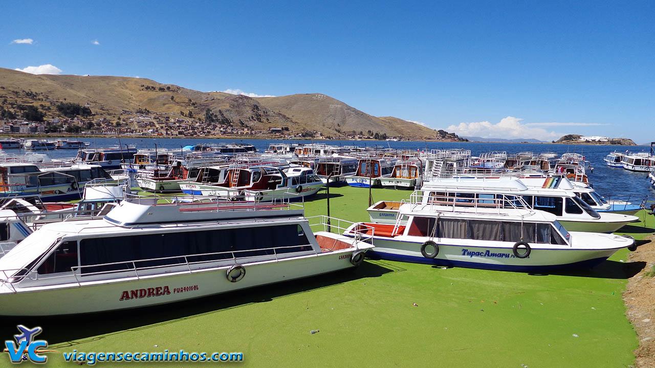 Barcos turísticos do Lago Titicaca