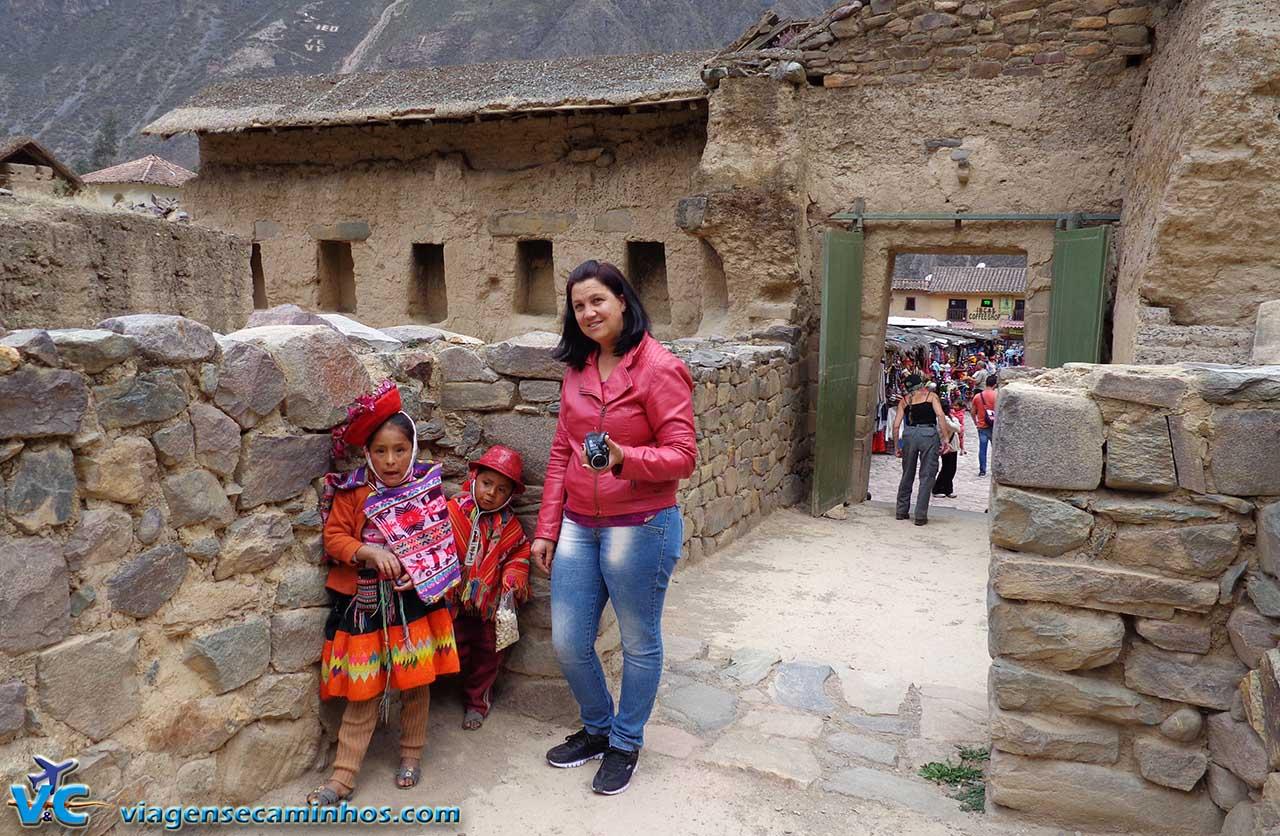 Crianças peruanas em Ollantaytambo