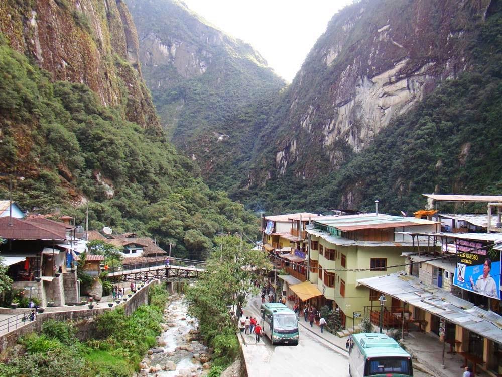 Área de embarque do ônibus que sobe a Machu Pichu