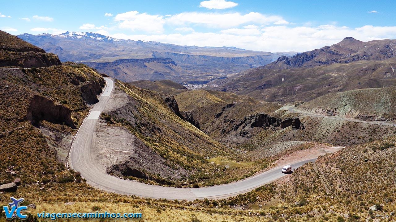 Descendo a estrada para Chivay e Vale do Colca