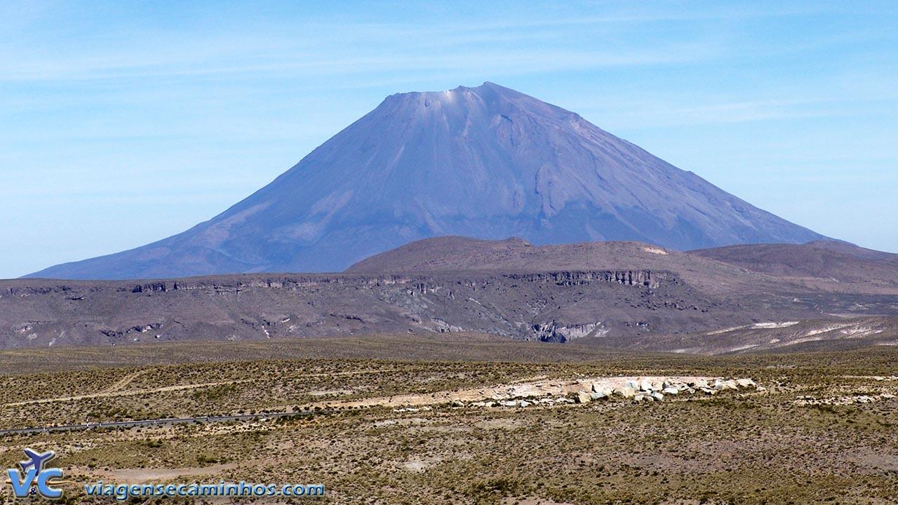 Vulcão Misti visto da estrada entre Arequipa e Chivay
