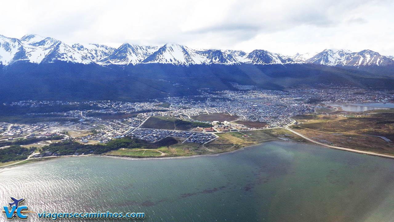 Vista aérea de Ushuaia da janela do avião