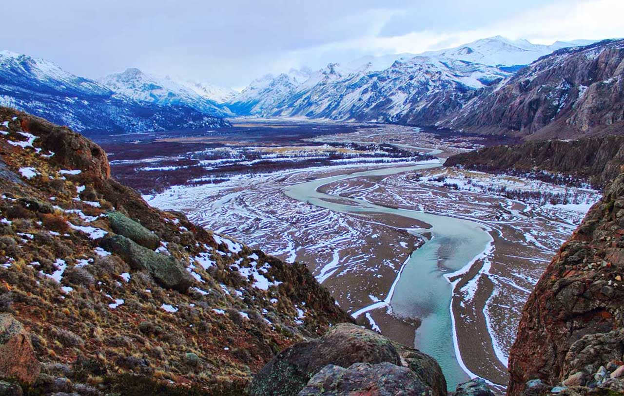 Vale do Rio de Las Vueltas, no inverno, visto da trilha da Laguna Los Tres