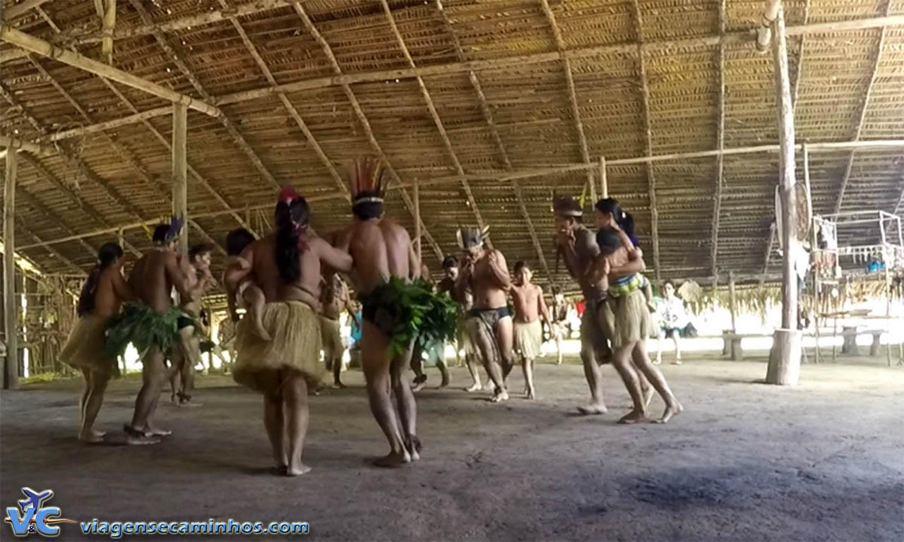 Apresentação de dança índígena