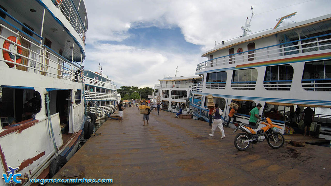 Movimento no porto de Santarém - Pará