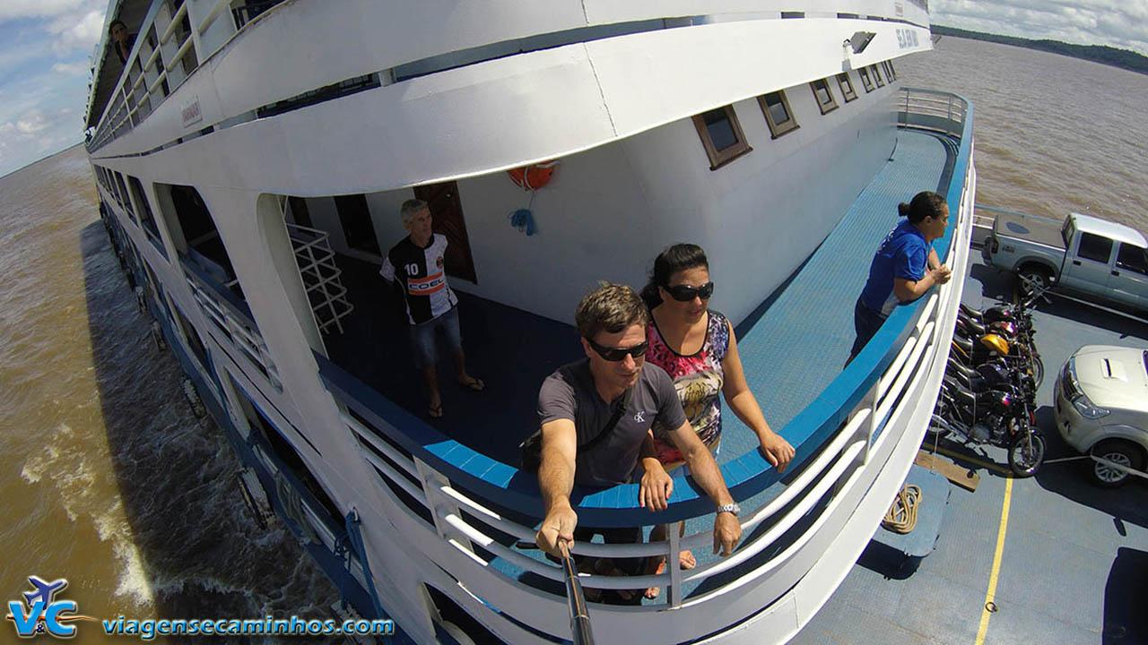Viajando de barco pelo Rio Amazonas