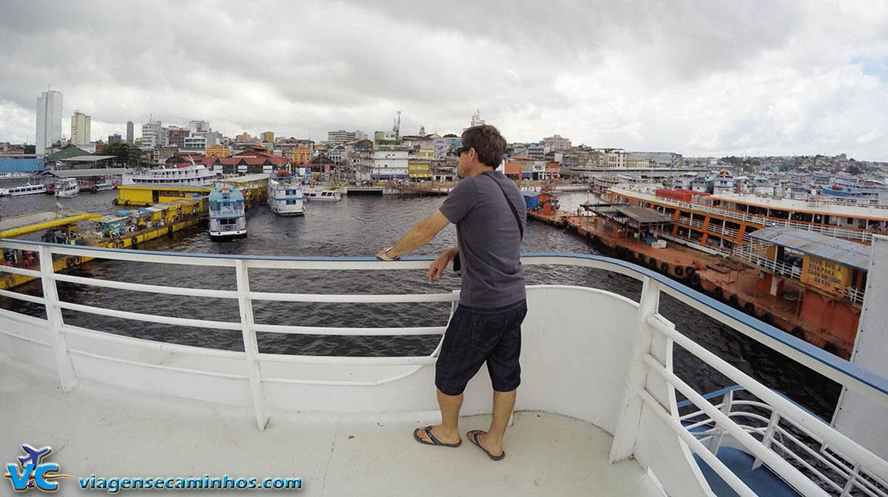 Em cima do barco, no porto de Manaus