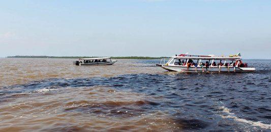 Encontro das águas - Rio Negro e Solimões