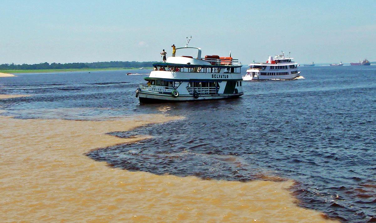 Encontro das Águas, em Manaus (Rio Negro e Solimões)