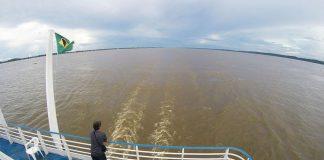 Viagens de barco pelos rios da Amazônia