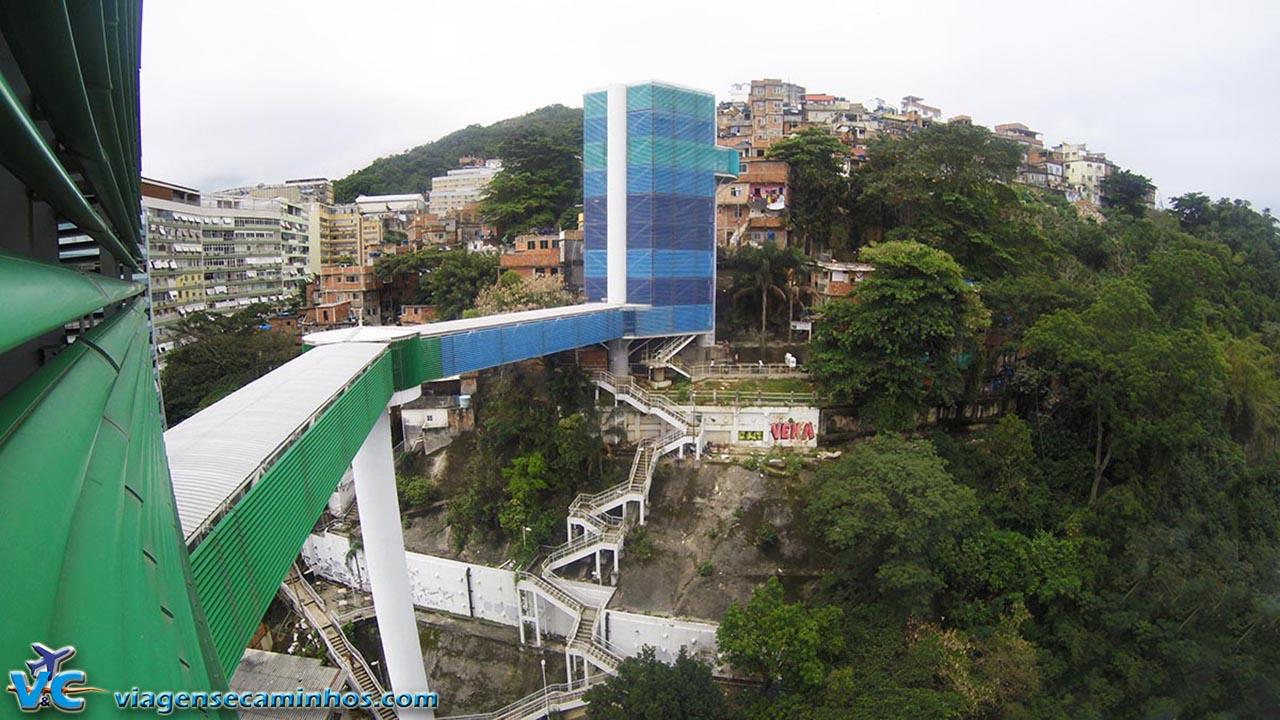 Passarela de acesso à favela Cantagalo