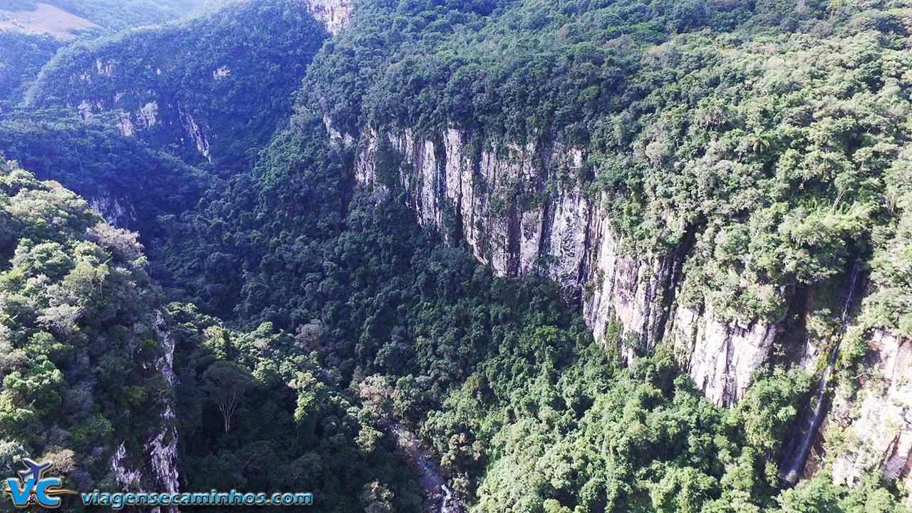 Cânion do Rio Guacho - Imagem aérea drone Viagens e Caminhos)