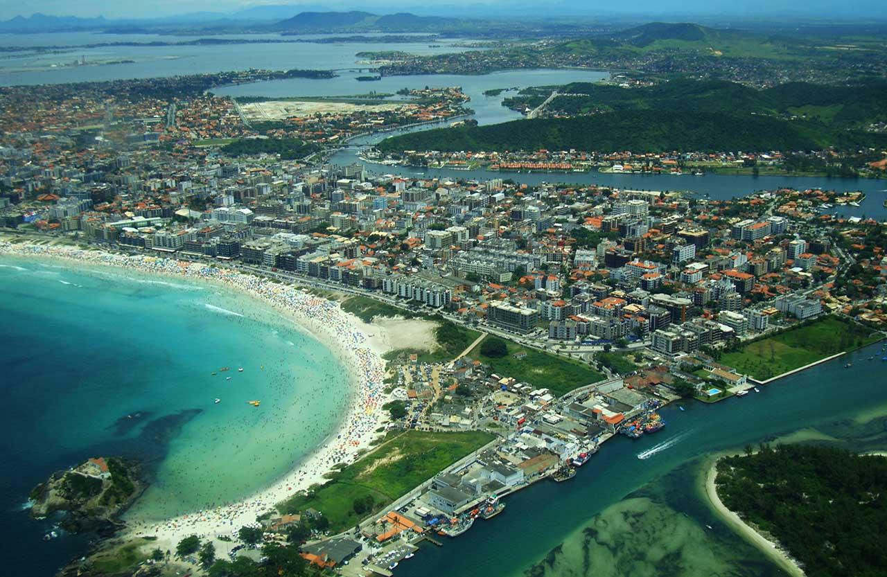 Vista aérea de Cabo Frio - Praia do Forte e centro