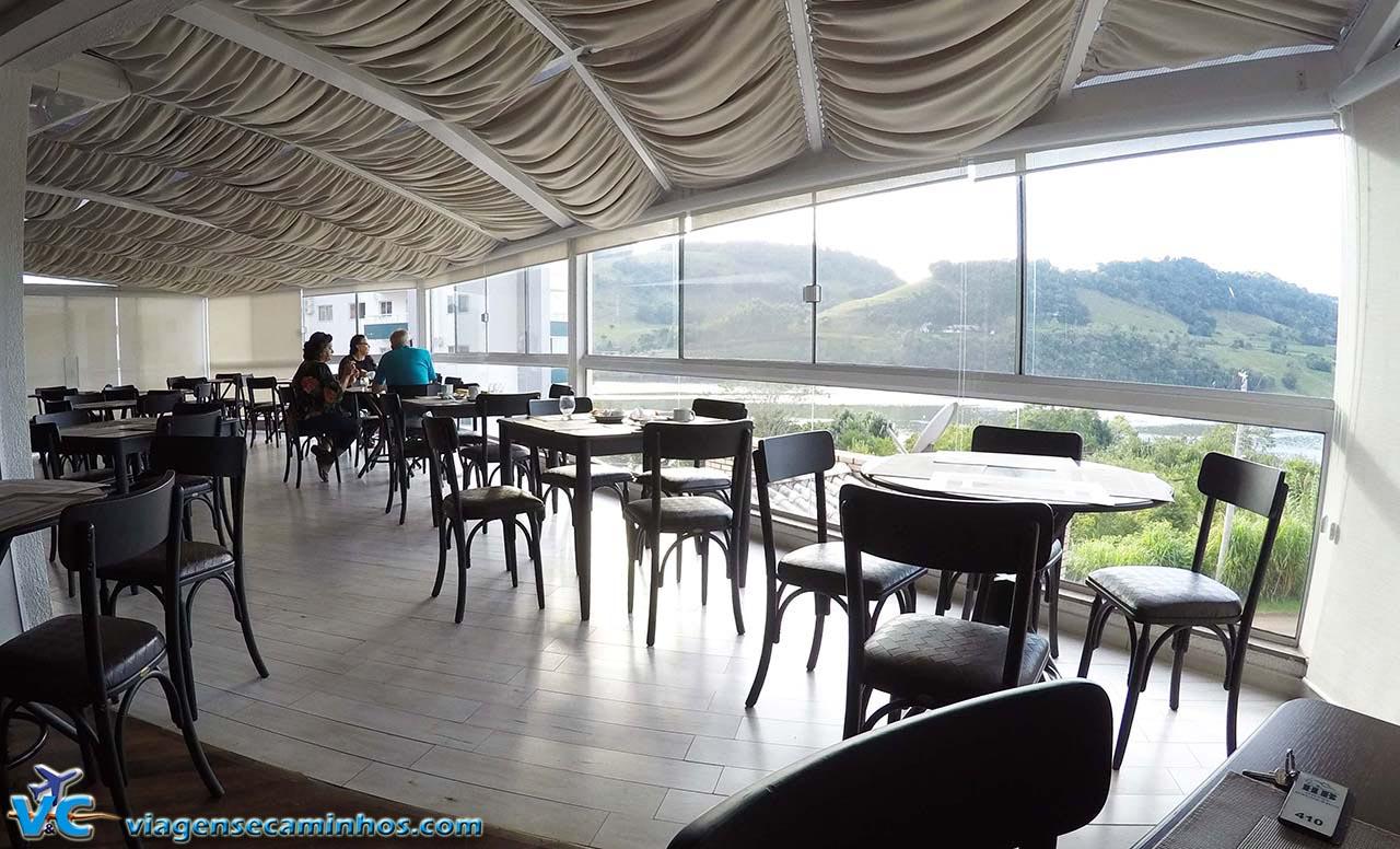 Espaço para o café da manhã do Hotel Balneário