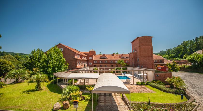 Área de laser, jardim e piscina do Farina Park Hotel