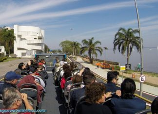 Linha Turismo passando pelo Museu Ibere Camargo