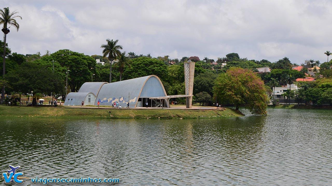 Igreja São Francisco de Assis e lagoa da Pampulha