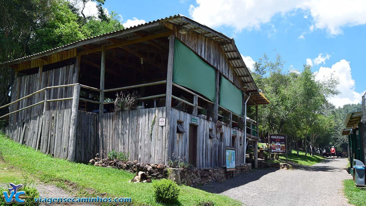 Restaurante e banheiros do Parque de Aventuras Gasper