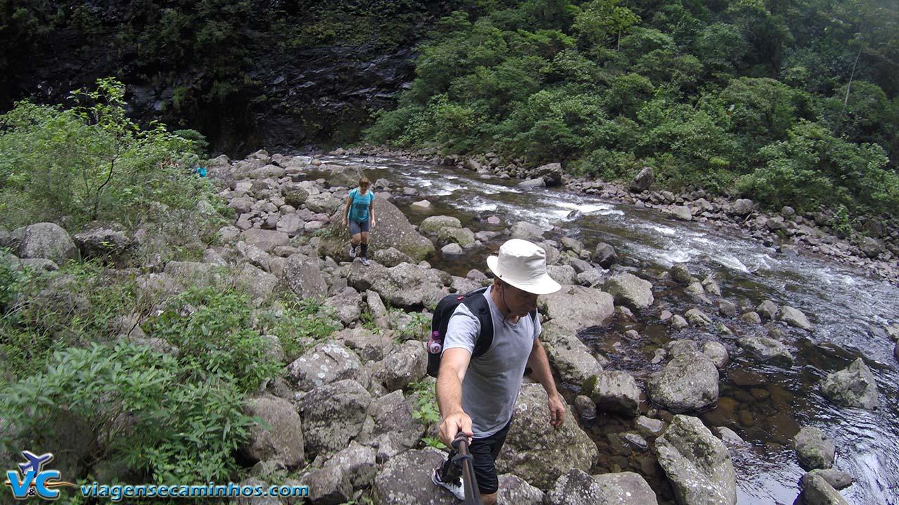Pedras na trilha do Rio do Boi