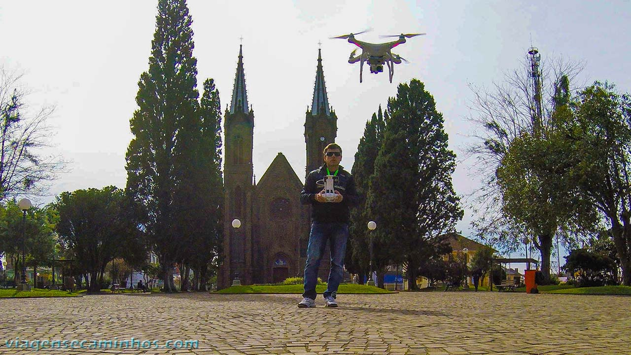 Drone em frente a catedral de Vacaria