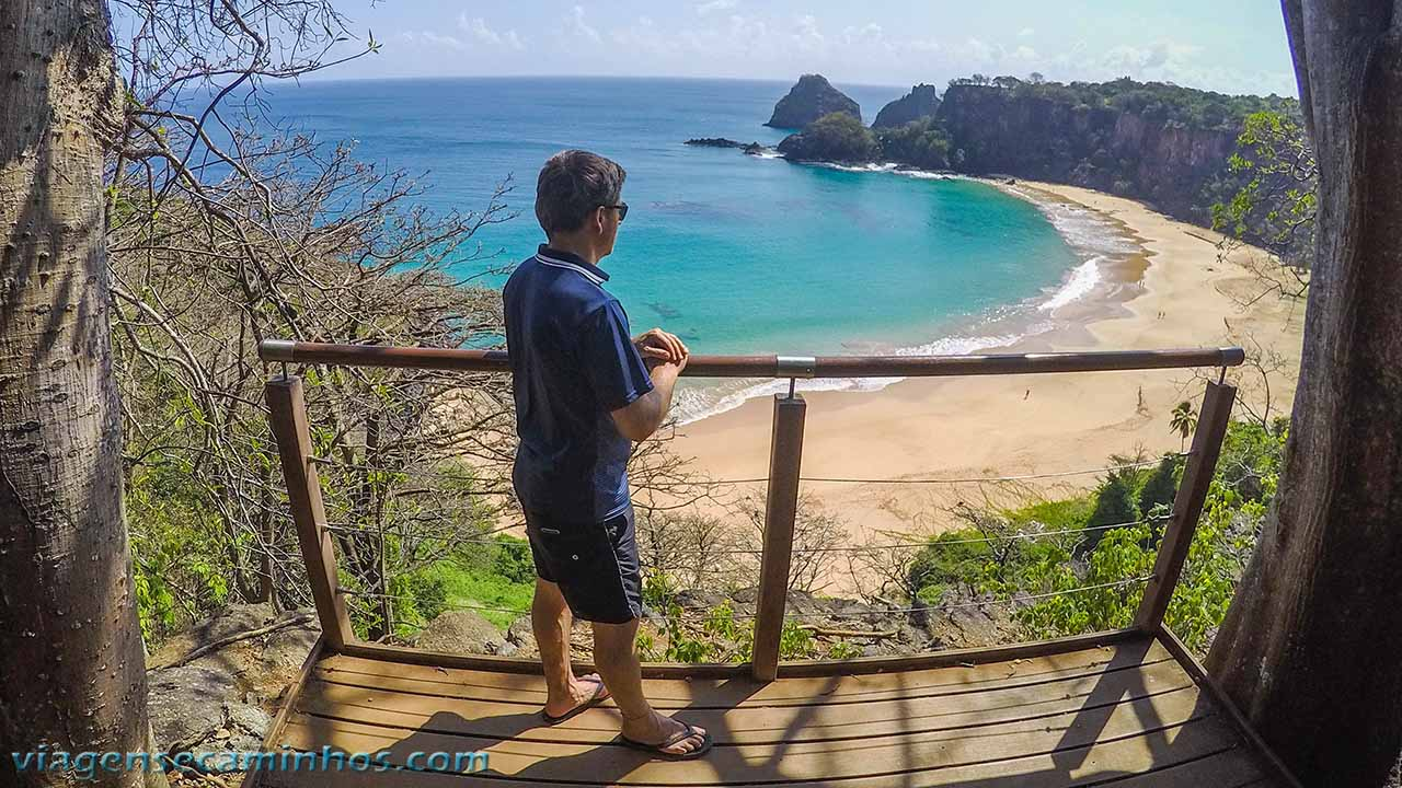 Mirante da Praia do Sancho na trilha Golfinho